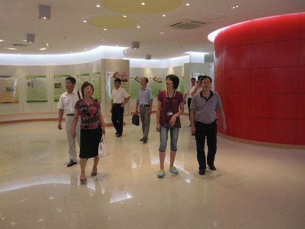 参观吴江市山湖花园社区科普设施 市科协许咏诗主席一行赴